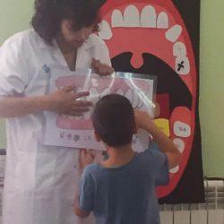 Taller de salut dental a l'escola Joan Maragall